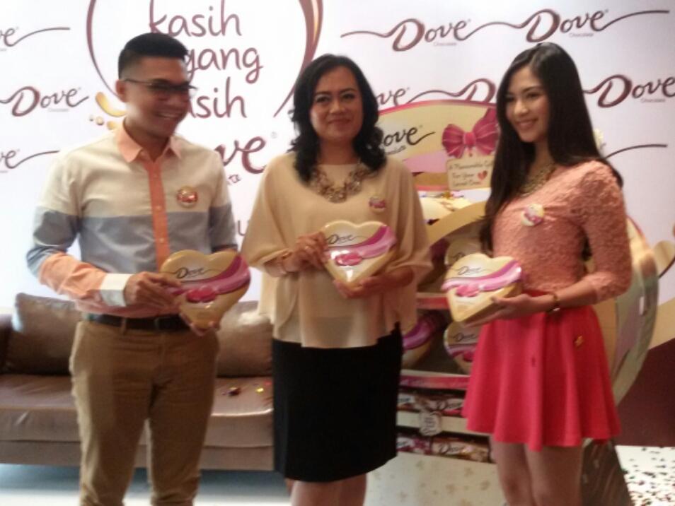 Kiri ke kanan, Bona Sardo, Gemita Pasaribu, dan Jessica Mila pada peluncuran kampanye Kasih Sayang, Kasih Dove. Foto. Itn.com
